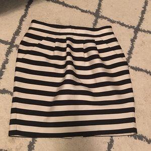 Dresses & Skirts - Banana republic stripe skirt with pockets